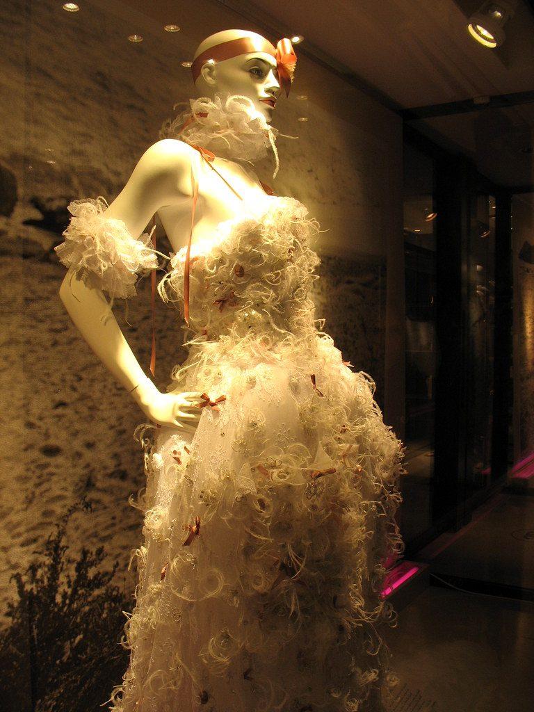 Une robe en vitrine pendant le festival de Cannes