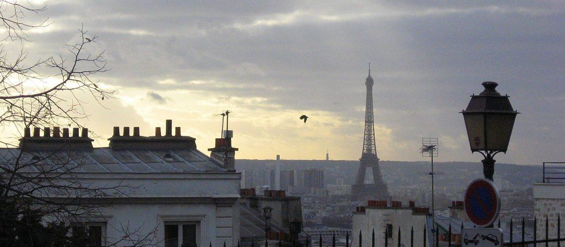 La Tour Eiffel vue de la butte Montmartre à Paris