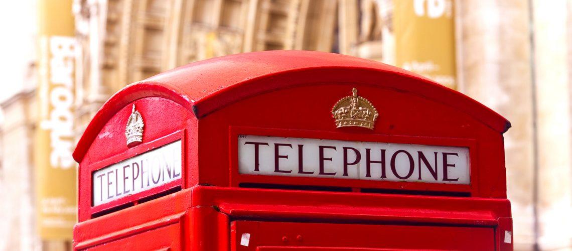 Cabine téléphonique typique de Londres - Photo : Laurence J.