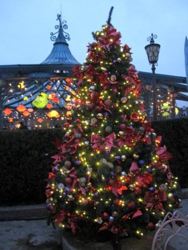 Fantasyland arbre de Noel et lampions