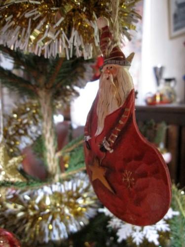 Pere Noel dans le sapin