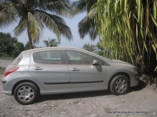 Guadeloupe voiture sous les cendres