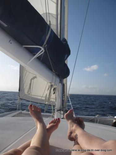 Guadeloupe pieds en eventail sur catamaran