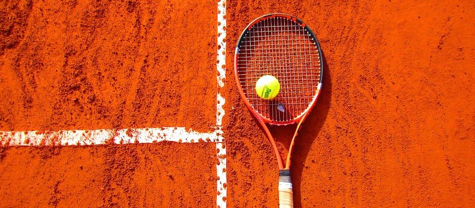 Court de tennis en terre battue - Pixabay