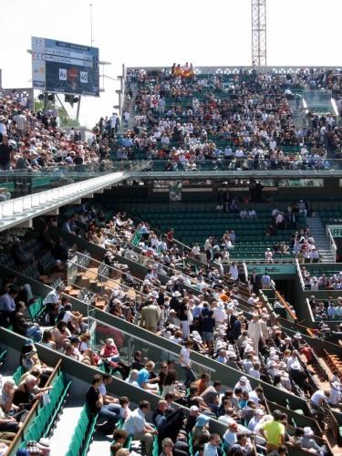 2010-Roland-Garros-central-aux-loges-vides.jpg