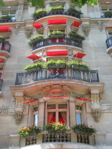 Paris-balcons-plaza-athenee.jpg