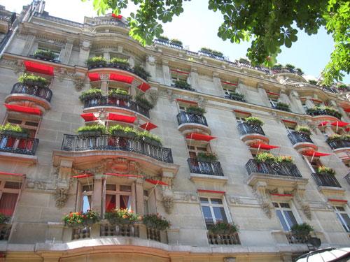 Paris-facade-hotel-luxe-pla