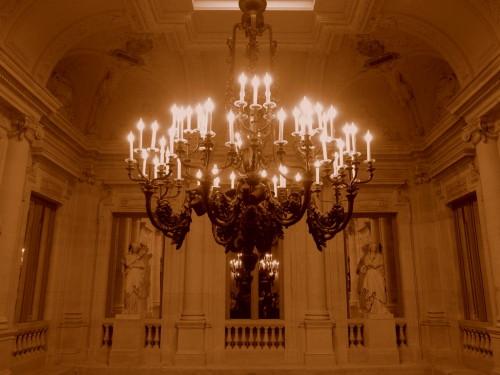 11-comedie-francaise-lustre-grand-escalier.JPG
