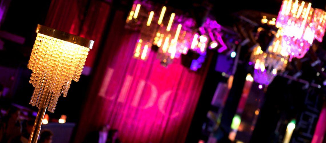 Le Lido, le célèbre cabaret des Champs-Élysées à Paris - Photo : Laurence J