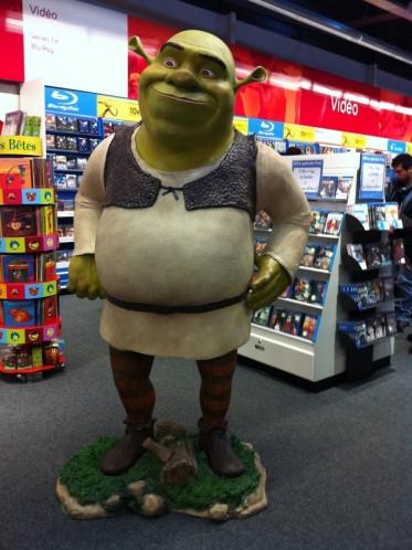 Shrek-Fnac-Ste-Genevieve-des-Bois.JPG