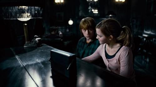 harru-potter-ron-hermione-piano-reliques-de-la-mort.jpg