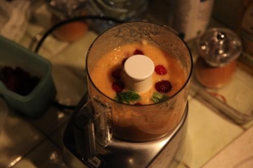 4-soupe-de-peches-ajout-framboises.jpg