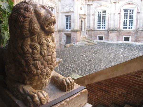 hotel-assezat-toulouse-lion-cour.JPG