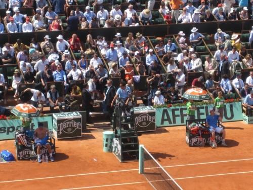 Demi-finales-Roland-Garros-2011-Nadal-change-maillot.JPG