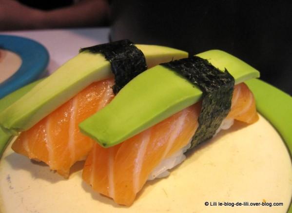 Eat-sushi-6-sushis-saumon.JPG
