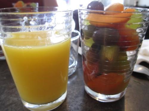 brunch-yard-4-jus-orange-salade-fruits.JPG