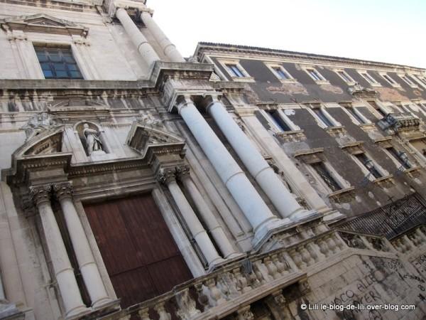 Sicile-12-rue-crociferi-catane.JPG