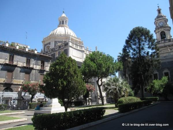 Sicile-4-environs-duomo.JPG