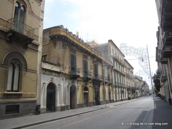 Sicile-Acireale-10-rue-deserte.JPG