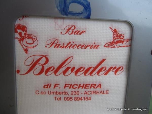 Sicile-Acireale-8-serviette.JPG
