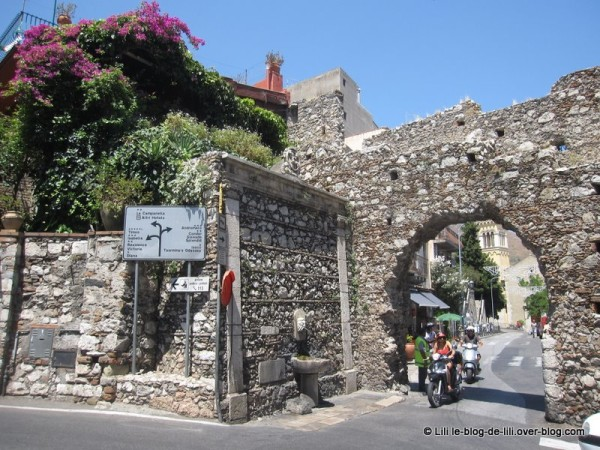 Sicile-Taormine-2-porte-Messine.JPG
