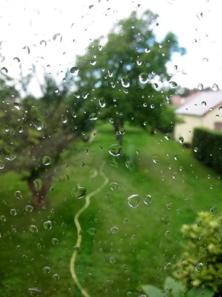 pluie-derriere-la-vitre.JPG