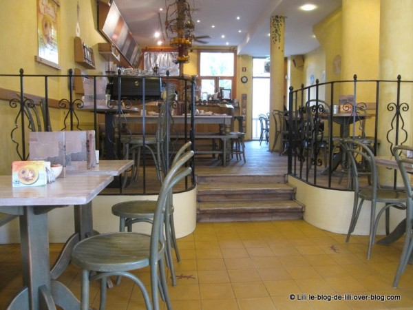 Amsterdam-Bagels-and-beans-interieur.JPG