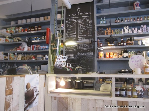 Amsterdam-De-Bakkerswinkel-rayons.JPG