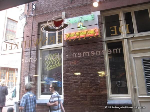 Amsterdam-De-Bakkerswinkel-street.JPG
