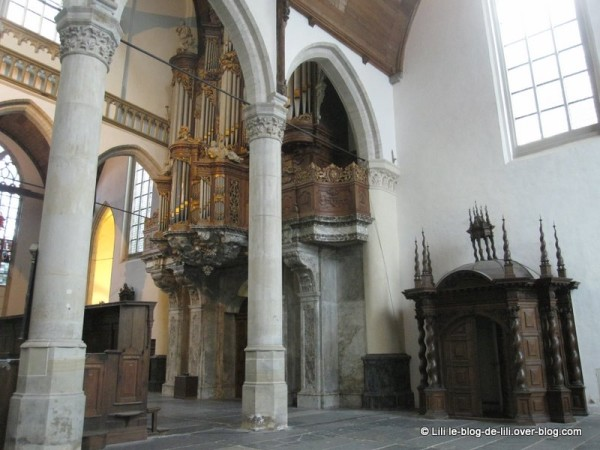 Amsterdam-oude-kerk-3.JPG