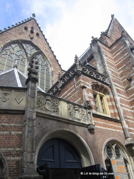 Amsterdam-oude-kerk-detail-exterieur.JPG