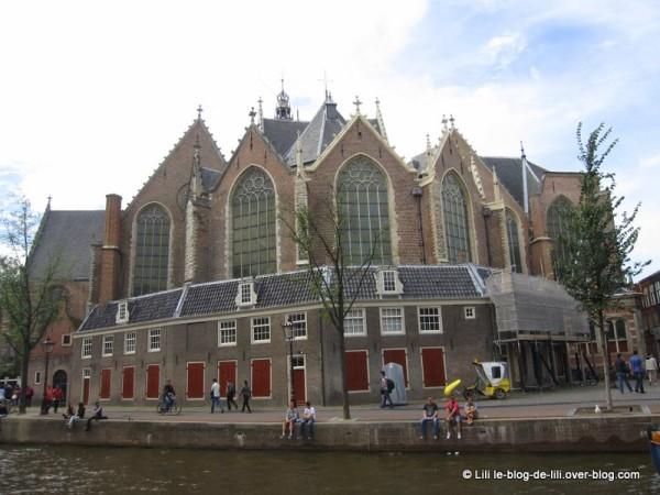 Amsterdam-oude-kerk.JPG
