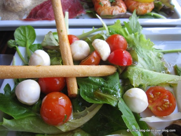 bang-brunch-4-salade-tomate-mozza.JPG