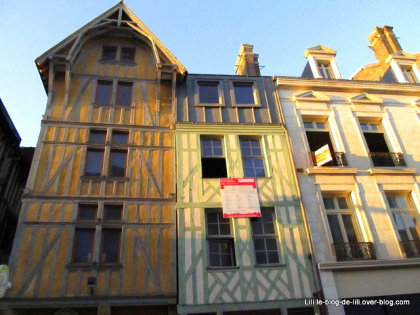 rue-Emile-Zola-Troyes-facades.JPG