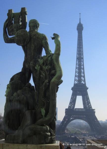 Blog-de-Lili-Projet-52-2012-semaine-6-Tour-Eiffel-depuis-la.JPG