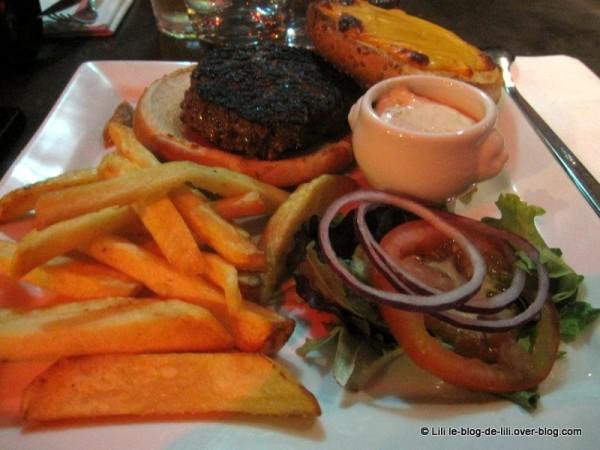 Batofar-cheeseburger.JPG