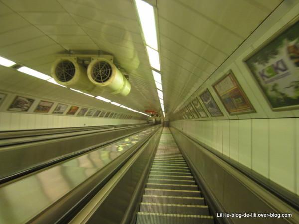 Budapest-escalators-metro.JPG