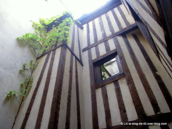 maison-Ourscamp--1.JPG