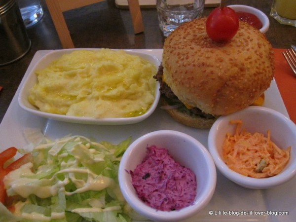 Razowski-St-Germain-8-plat-bacon-cheese-burger.JPG