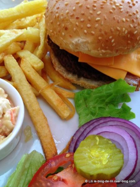 PDG-central-park-bacon-burger-2.JPG