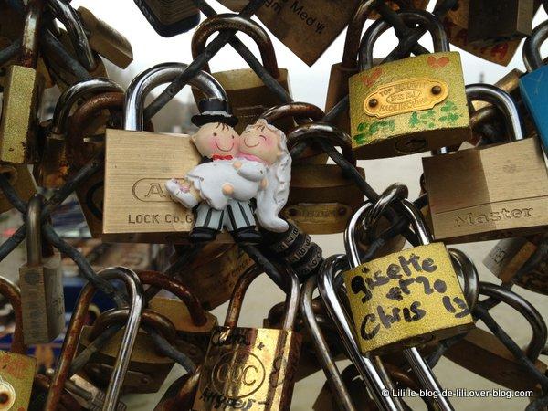 Cadenas-mariage-pont-des-Arts-Paris.JPG