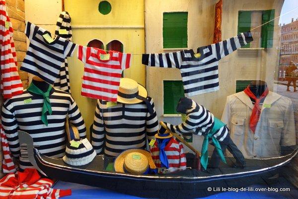 Venise-magasins-vetements-gondoliers.JPG