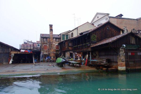 Venise ruelles 27 reparation gondoles