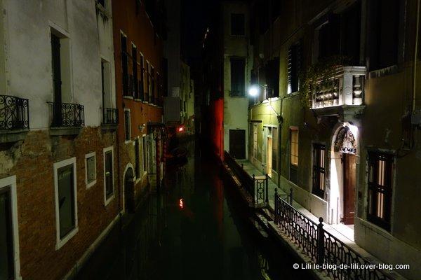 Venise ruelles nuit canaux