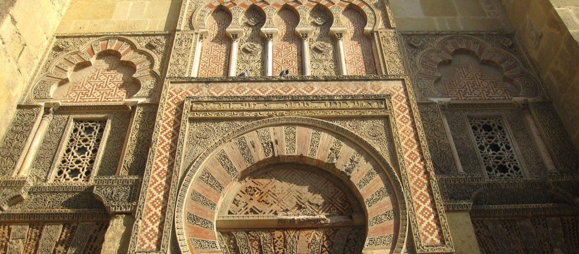 Les majestueuses portes de la grande mosquée de Cordoue