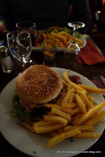 Les Tontons nous régalent pour le dîner : tartares et burger au menu !