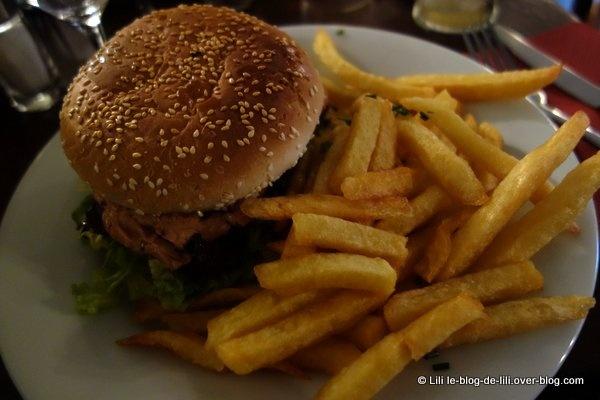 Un burger signé Les Tontons