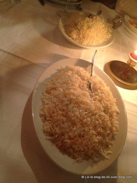 Mixed pakora, navratan korma et riz au menu