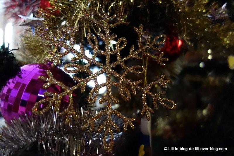 Le père Noël passe toujours trois fois : un sapin et des cadeaux
