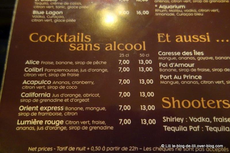 Un burger savoyard au Palace café, à Paris